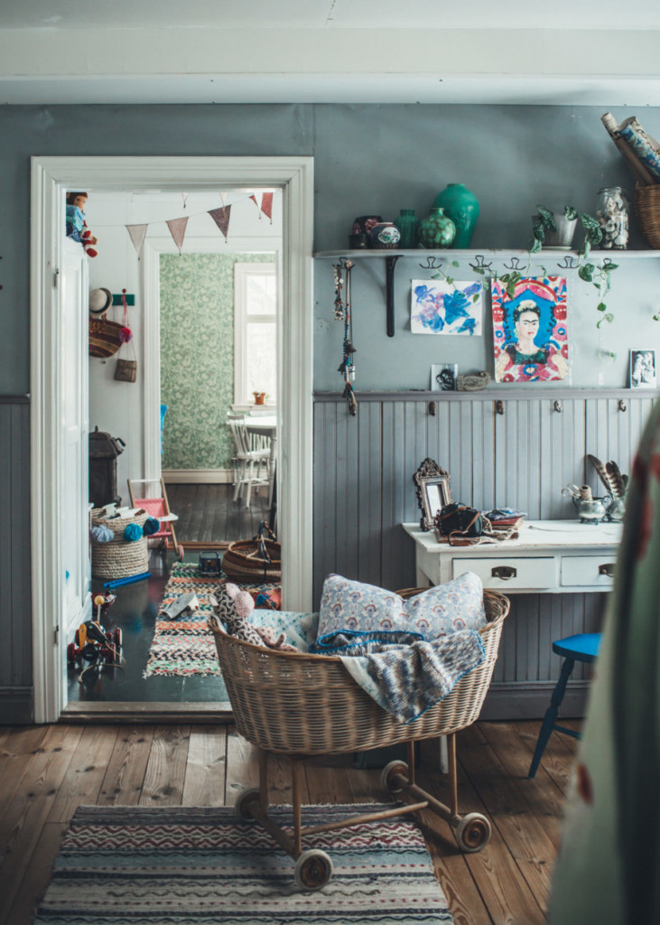 minn_intervju4_kristin_Lagerqvist-2-900x1260So Fresh & So Chic // Friday Finds Vol 23: My Workspace Decor, Boho-Chic Vibes in Sweden, Children's Art on Etsy, Project 62 from Target, and Where to find legitimate charities for your donations!