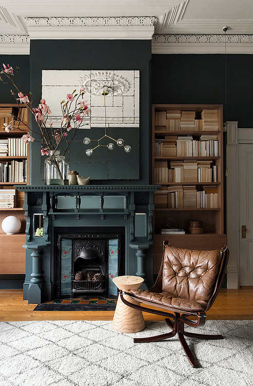 So Fresh & So Chic // Friday Finds Vol. 24: Interior styling inspiration from Pipkorn & Kilpatrick #interiordesign #darkwalls #sofreshandsochic