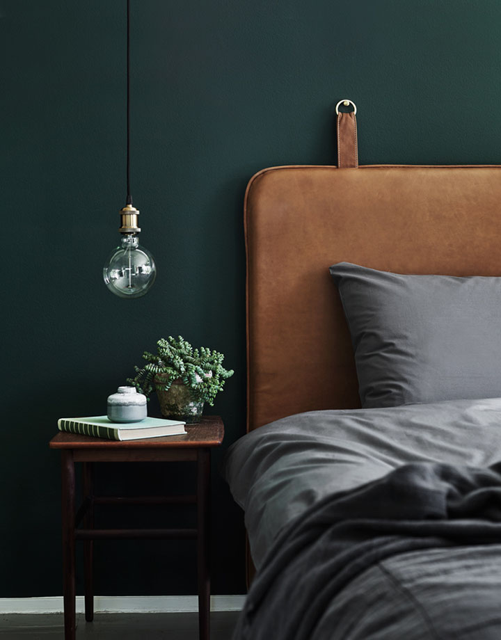 So Fresh and So Chic // Now Trending: Emerald Green at Home #darkgreen #interiordesign #colouroftheyear #sofreshandsochic