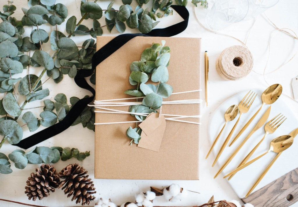 Via A Pair and A Spare // Modern Holiday wrapping