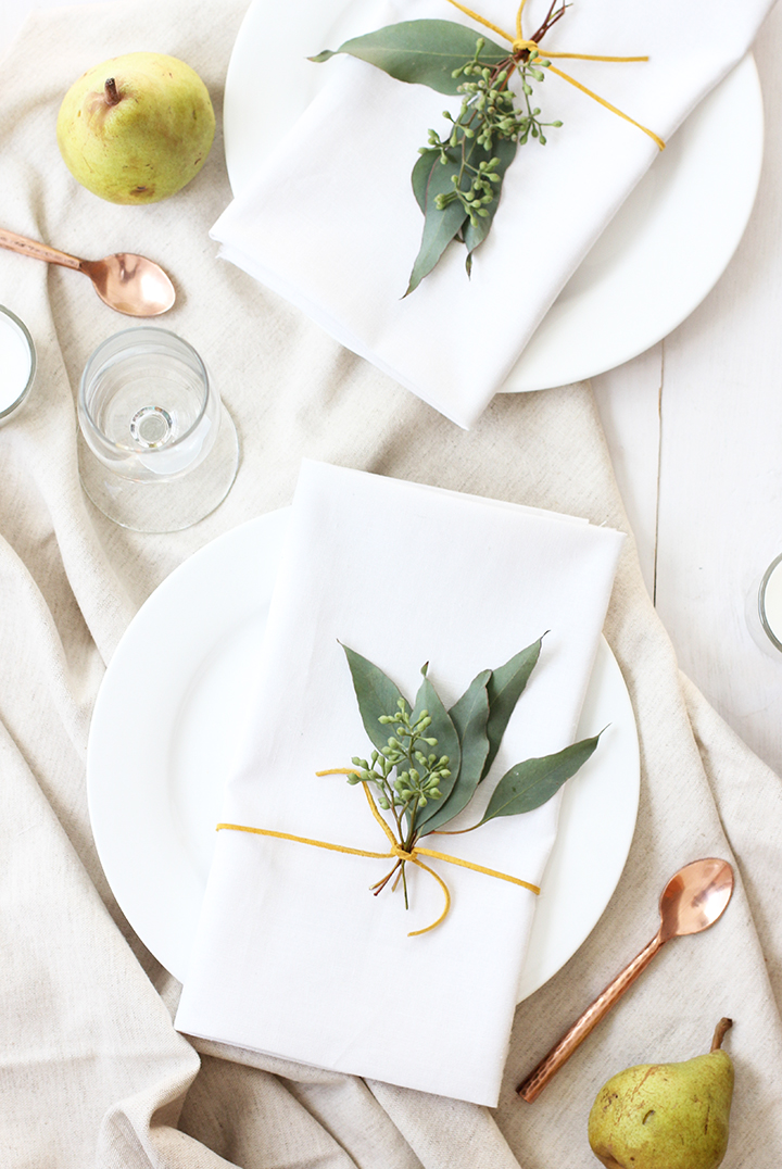 Friday Finds Vol. 28 // Simple and easy DIY Place Settings via Alice & Lois #sofreshandsochic #holidaytable #thanksgiving #diy
