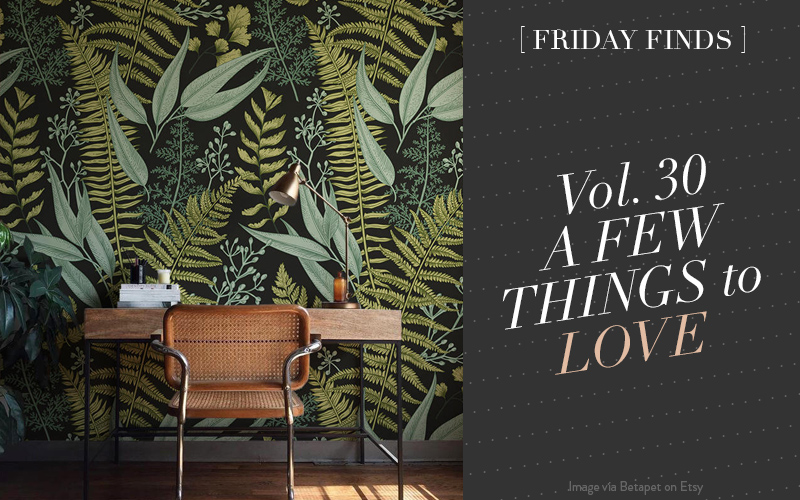 <i>[Friday Finds Vol. 30]</i><br/> A Small but Stylish Apartment, Glamorous Gold Dinnerware, The Prettiest Removable Wallpaper from Etsy, DIY Modern Fall Wreath &#038; Favourite Blue Paint