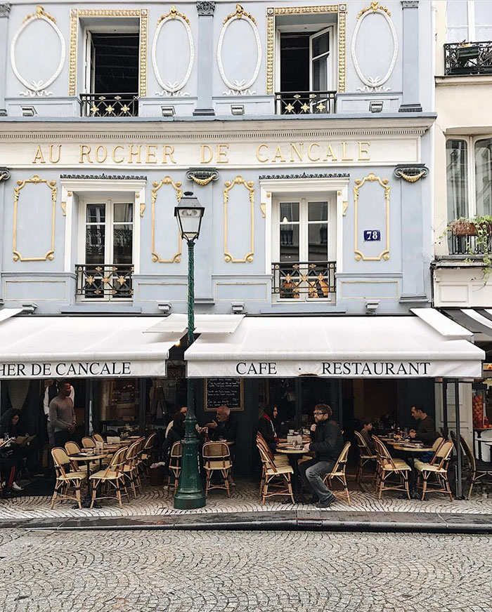 Friday Finds Vol. 31: Instagrammable Paris, Modern Wedding Invitations, Best of H&M Home, Dark Green Interiors, 5 Free Printables! #sofreshandsochic #fridayfinds