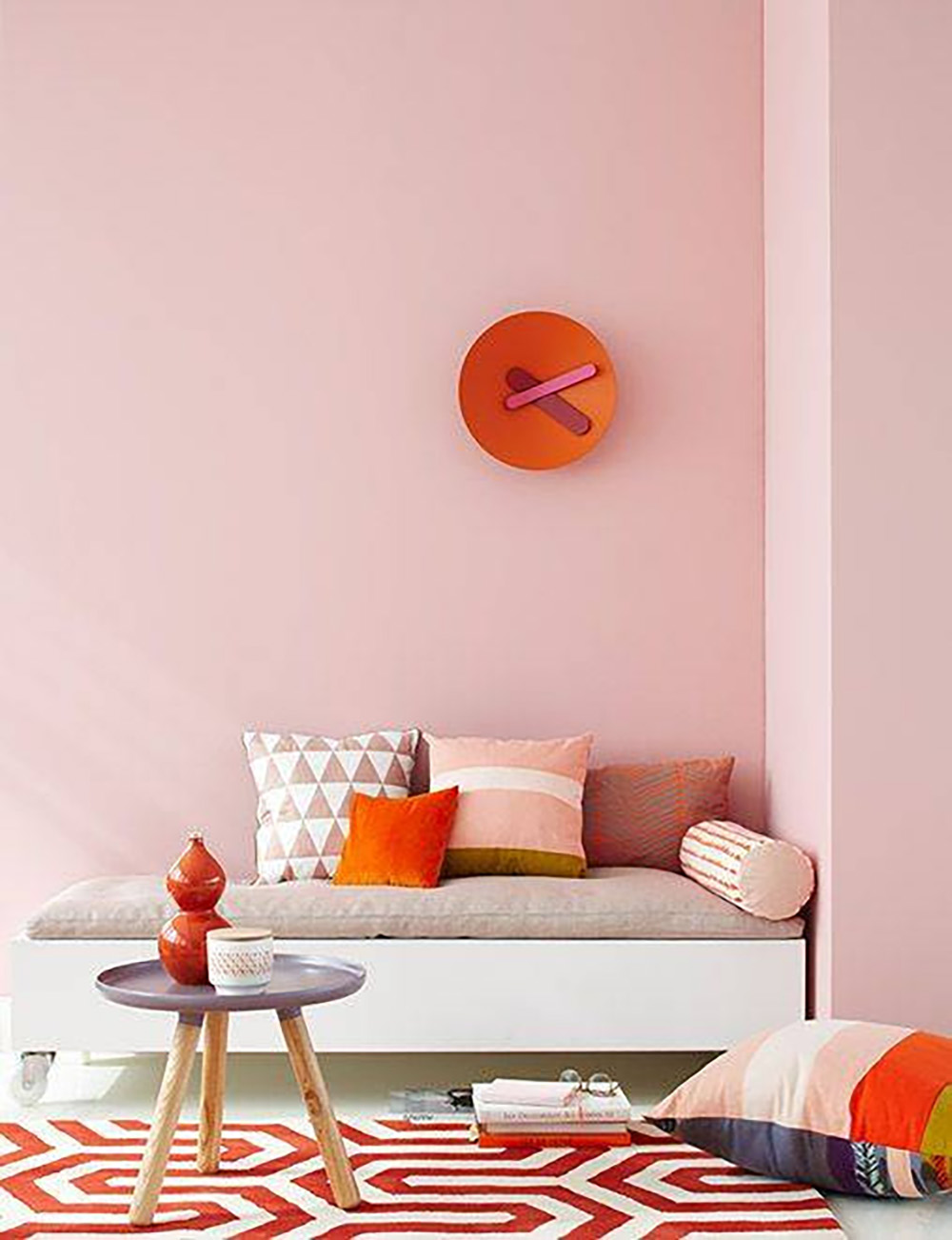 So Fresh & So Chic // Pink and Red Interiors // Pale pink walls with red accents